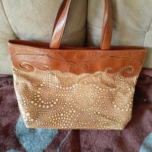 Sturdy leather bag made in Italy